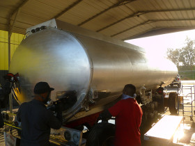 cal fresno trans. second tanker 020 280x210 Tank Polishing
