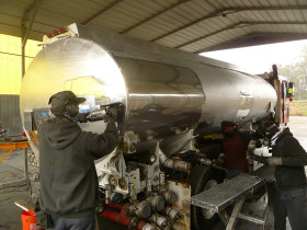 trucks 030 280x210 Tank Polishing
